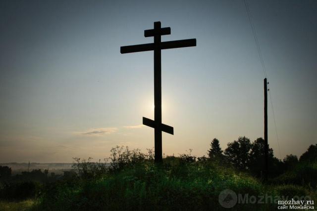 Крест у Лужецкого монастыря.