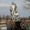 Памятник на территории Никольского кремля.