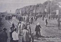 Крестный ход из г. Можайска в Лужецкий монастырь (фото из газетной статьи, 1908 г.)