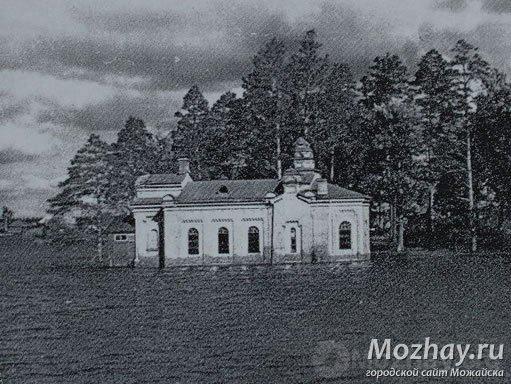 Разрушенная в 1960 г. красновидовская церковь Александра Невского (была возведена в 1889 г.), фундамент её обнажает иногда теперь Можайское вдхр.