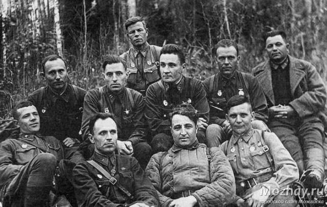 Командиры 32-й стрелковой дивизии - участники боев на Бородинском поле в октябре 1941 г.