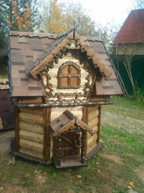 резной домик колодезный из блок хауса