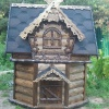 закрытый домик на колодец из дерева