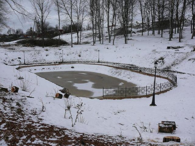 Озеро на горе зимой.