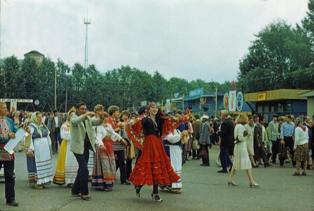 Ярмарка в Можайске. Комсомольская площадь. 1985 год.