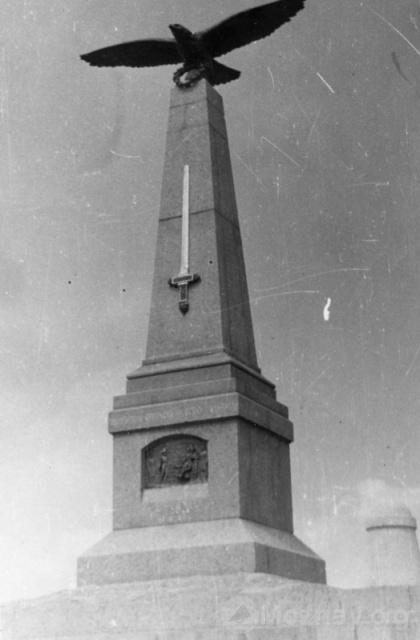 Памятник Кутузову в Горках. 1959г. Фото В.Уколова