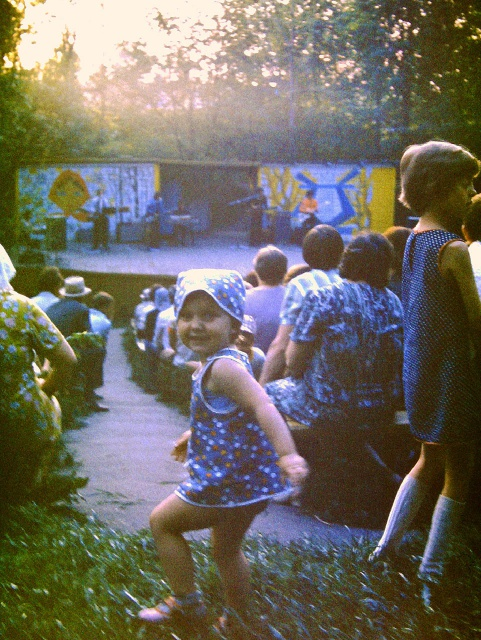 Можайск. Концертная  сцена у Никольского собора.  1978 год. Фото  Н.Никитина