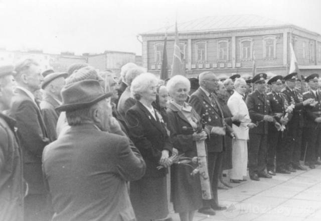 Можайск. 9 мая. Октябрьская площадь. Середина 1980-х. Фото из архива Е.И.Дорониной