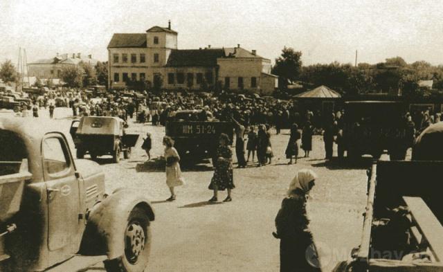 Рынок на Комсомольской площади.