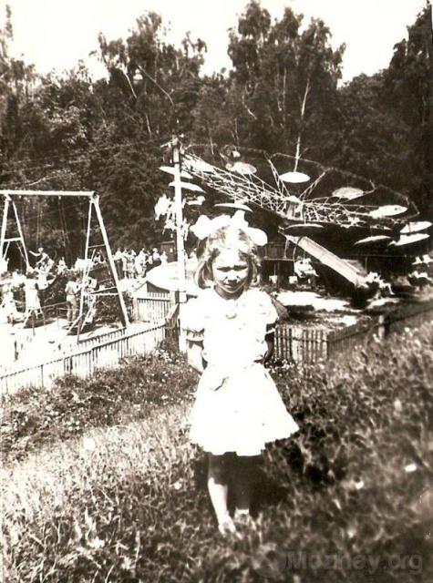 Карусели на Николке. 1985 г. Фото из архива О.Фоменковой
