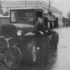 Можайск. Шофёр у своего автомобиля на ул.Московской д.12 (возле старой булочной). 1953 год. Фото из архива Е.Парфентьевой