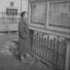 Можайск. У газетного стенда в парке у Торговых рядов. Примерно 1958-60 гг. Фото из архива В.Я.Макареня