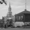 У входа на территорию Никольского собора. 1976-77 гг.