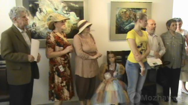 Посетители выставки.